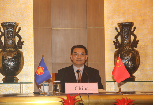 外交部部长助理吴江浩出席东盟与中日韩高官会、东亚峰会高官会,严正驳斥个别与会方就南海、<a href=
